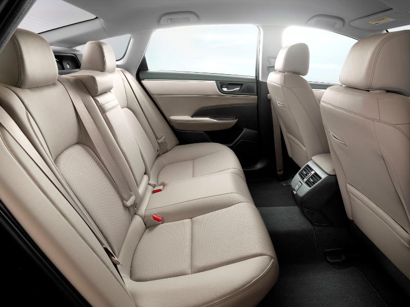 Honda Clarity PHEV intérieur