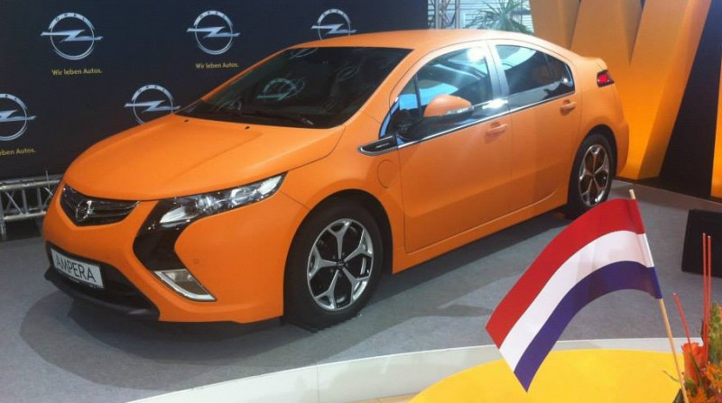 Opel Ampera orange