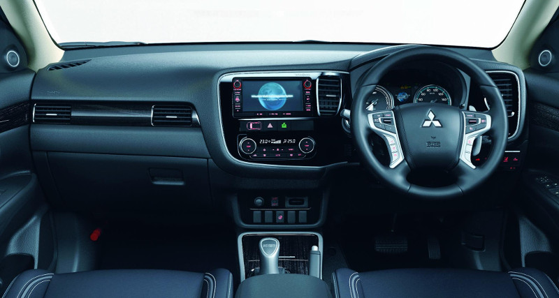 Mitsubishi Outlander PHEV 2016 intérieur