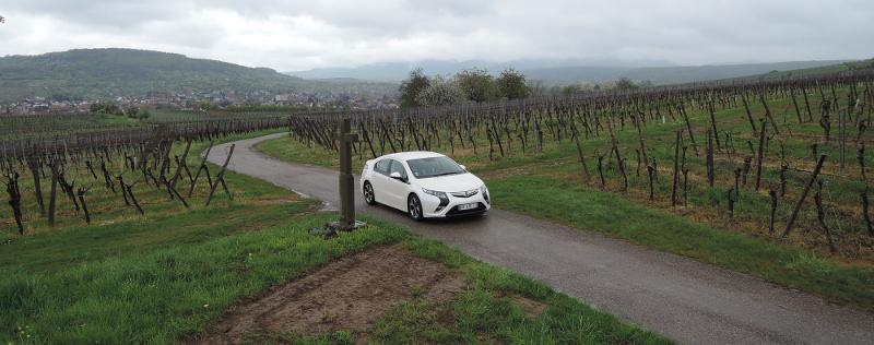 Opel Ampera au milieu des vignes