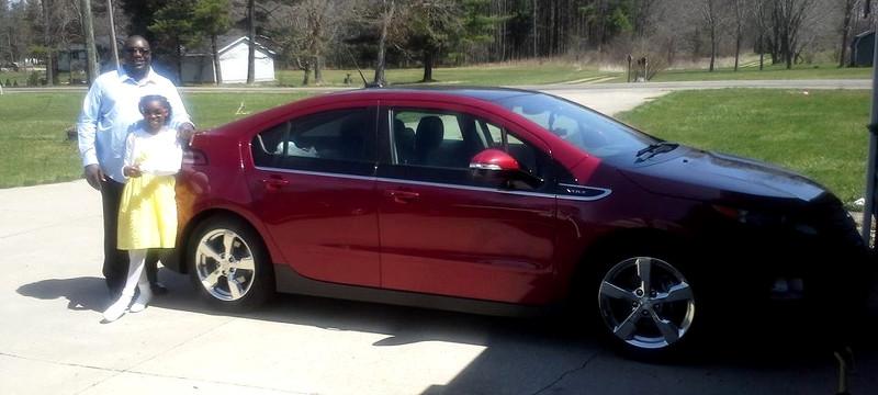Erick Belmer et sa Chevrolet Volt rouge