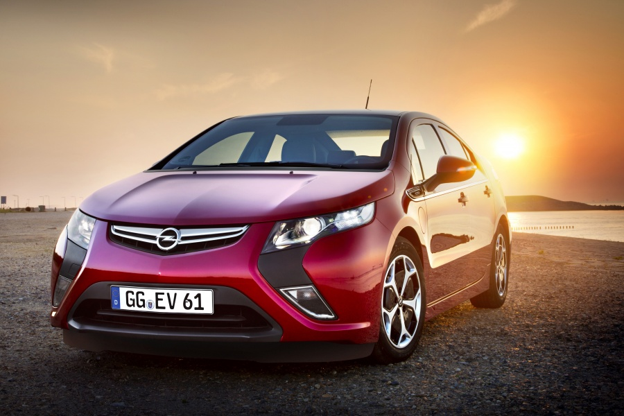 Opel Ampera soleil couchant